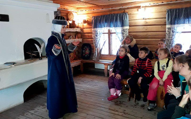 ЭКСКУРСИИ-ДЛЯ-ШКОЛЬНИКОВ-В-КОЛОМЕНСКОЕ-2