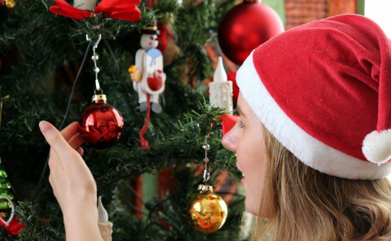 christmas_christmas_tree_child_young_woman_marvel_christmas_decorations_christmas_decoration_green-1161220 (1)